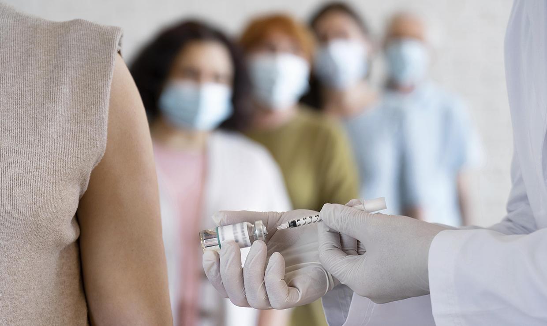 Могут ли отстранить от работы или уволить за отсутствие прививки: разъяснения Минтруда